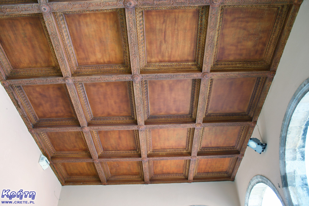 Characteristic ceiling at the front