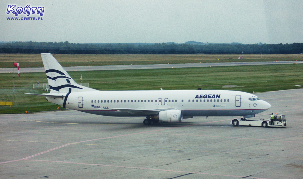 Boeing 737-400 in Aegean Airlines colors