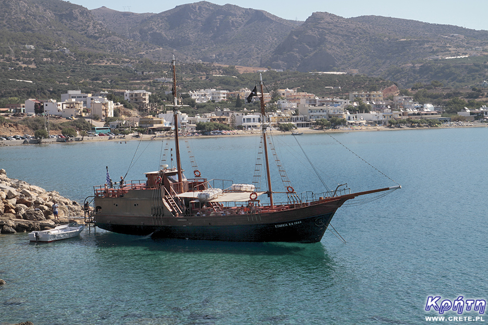 Pirate ship sailing to the island of Koufonissi