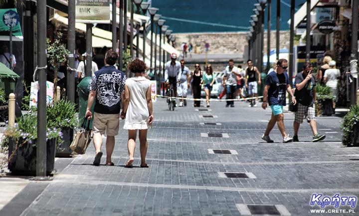 Ulica 25 Sierpnia - jeden z głównych deptaków Heraklionu