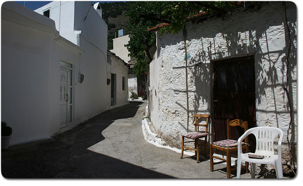 Siesta in Kritsa - deserted chairs in the afternoon hours