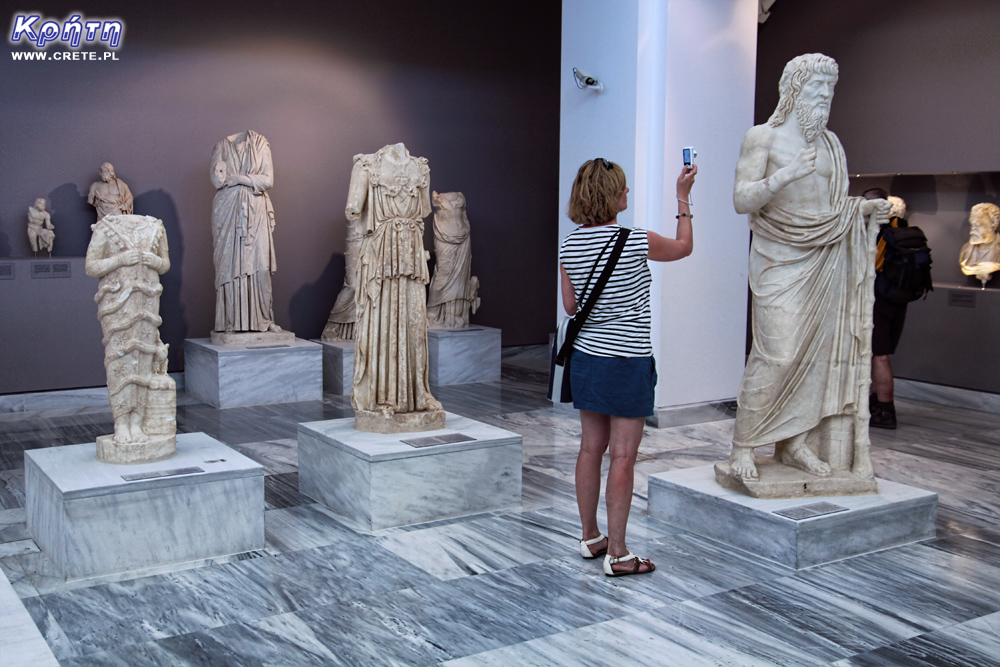 Change of working hours in museums and excavations in Crete