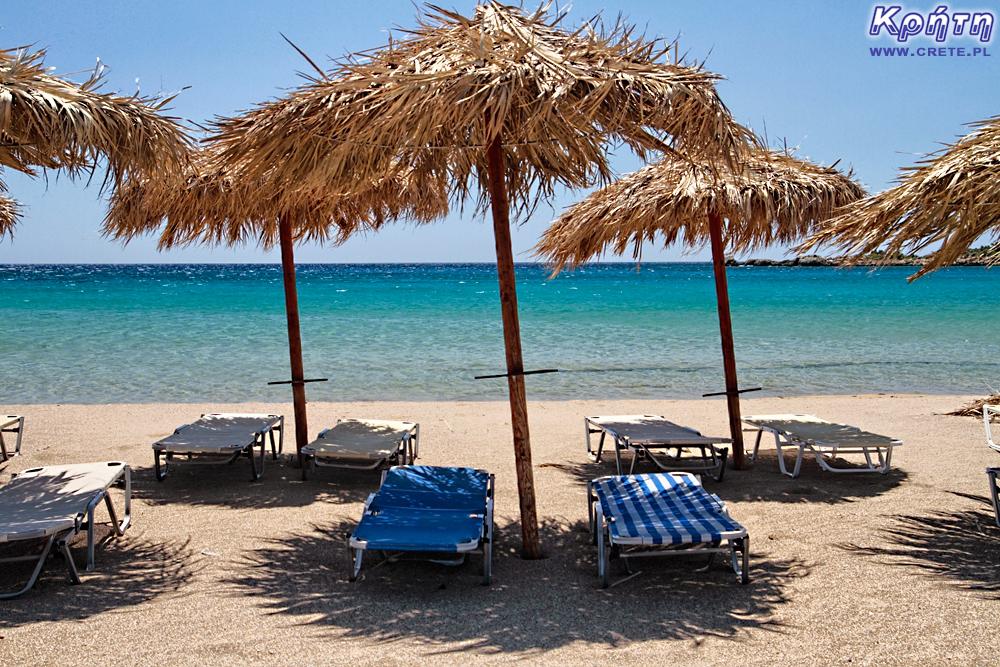 Kreta - parasole na plaży